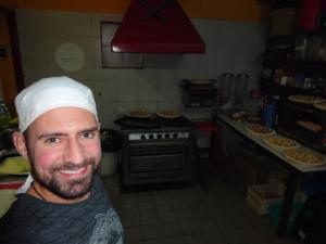 122 0359 Argentina - Mendoza - Hostel International -  Ma 1.Agosto Pizza