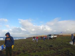 186 0639 Chile - Rapa Nui - Cleaning Day